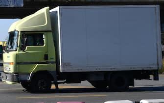 Uno dei presidi, presso ponte Etiopoia nel porto di Genova, degli autotrasportatori e degli operatori dell logistica, che chiedono il rinnovo del contatto scaduto ormai da 14 mesi. Genova, 29 marzo 2021. ANSA/LUCA ZENNARO