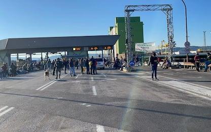Green pass, a Trieste portuali liberano postazione davanti al varco 4