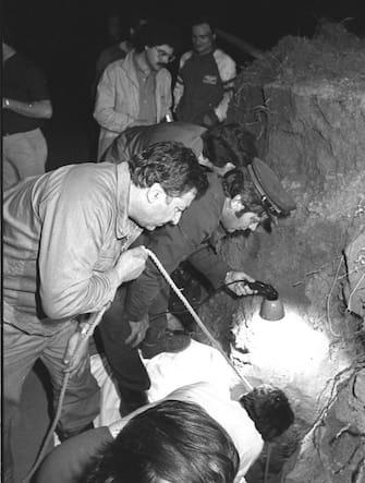 Una foto di archivio del pozzo nel quale  il 10 giugno 1981 cadde Alfredo Rampi. ARCHIVIO ANSA/DEF