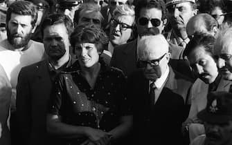 Il Presidente Sandro Pertini insieme a Franca Rampi a Vermicino ( Roma ) nel 1981 ANSA