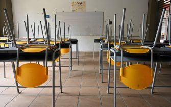 Picture of an empty classroom at the Eustaqui Palacios school in Cali, Colombia, taken on March 16, 2020, after the Colombian government announced the indefinite suspension of face-to-face classes in public schools and universities as a precautionary measure against the new coronavirus, COVID-19. - The government also ordered vacations in private and state educational entities to be moved forward for children and young people to isolate as another measure. (Photo by Luis ROBAYO / AFP) (Photo by LUIS ROBAYO/AFP via Getty Images)