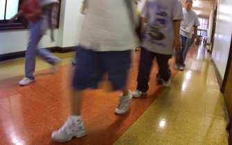 391429 07: Students hustle through a hallway between classes during summer school July 3, 2001 at Brentano Academy in Chicago. More than half of Chicago''s 430,000 public school students must attend summer school this year before they can go on to the next grade, Chicago Public School officials say. Former Chicago schools chief Paul Vallas said about 245,000 pupils failed to score high enough on the Iowa Tests of Basic Skills to be promoted. (Photo by Tim Boyle/Getty Images)