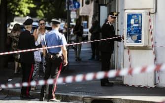 Carabinieri sul luogo dove è stato ucciso il Vice Brigadiere dei Carabinieri Mario Cerciello Rega la scorsa notte in via Pietro Cossa, Roma, 26 luglio 2019. ANSA/ANGELO CARCONI