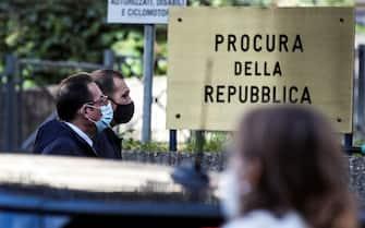 Il medico legale nominato come consulente dalla famiglia del vicebrigadiere, Gianni Pittella, arriva al tribunale di piazzale Clodio durante lÕudienza del processo per la morte del vicebrigadiere dei Carabinieri Mario Cerciello Rega, 09 ottobre 2020. ANSA / ANGELO CARCONI