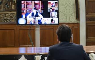 Il presidente del Consiglio, Giuseppe Conte, durante il vertice in videoconferenza con il Comitato tecnico scientifico (Cts) per fare il punto sull'emergenza coronavirus in vista della scadenza delle misure di contenimento il 13 aprile e della possibile 'fase 2', a Palazzo Chigi, Roma, 07 aprile 2020.ANSA/UFFICIO STAMPA PALAZZO CHIGI/FILIPPO ATTILI+++ ANSA PROVIDES ACCESS TO THIS HANDOUT PHOTO TO BE USED SOLELY TO ILLUSTRATE NEWS REPORTING OR COMMENTARY ON THE FACTS OR EVENTS DEPICTED IN THIS IMAGE; NO ARCHIVING; NO LICENSING +++