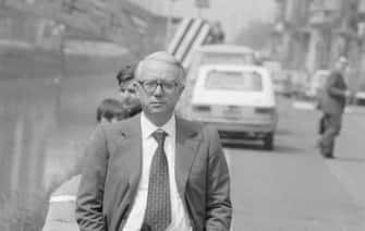 Enzo Biagi sui navigli 1975 (Adriano Alecchi / IPA/Fotogramma,  - 2009-03-17) p.s. la foto e' utilizzabile nel rispetto del contesto in cui e' stata scattata, e senza intento diffamatorio del decoro delle persone rappresentate