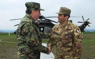 Il comandante della Kosovo Force (KFOR), Generale di Divisione Francesco Paolo Figliuolo,  a Pristina (Serbia) dove il 13 marzo 2015 ha  incontrato il Capo di Stato Maggiore della Difesa serbo, Generale Ljubisa Dikovic. L'immagine e' stata diffusa dal Pao (Pubblic Affaire Office) della KFOR il 14 marzo 2015. ANSA/ US +++ NO SALES - EDITORIAL USE ONLY +++
