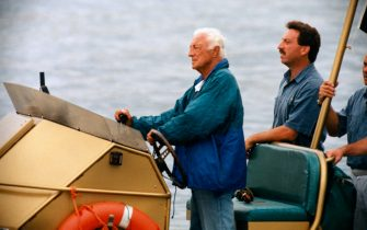 ©LapresseArchivio storicovarieSaint Tropez anni '90Giovanni Agnellinella foto: Gianni Agnelli con Gunther Sachs sul suo yacht