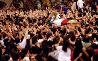 PALERMO, ITALY - JULY 24:  The crowd applaud at the passage of the coffins of Italian judge Paolo Borsellino and his police escort during their funerals at the Palermo Cathedral on July 24, 1992 in Palermo Italy. Borsellino and his escort were murdered a mafia bombing in Via D'Amelio, Palermo on July 19, 1992.  (Photo by Franco Origlia/Getty Images)