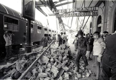 Strage di Bologna, 41 anni fa la bomba in stazione che causò 85 morti