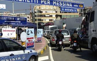 foto Franco Cufari Villa S Giovanni R.C. 06/08/01Coda per l'imbarco da Villa S Giovanni per la Sicilia