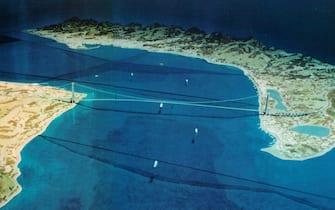 20020606-ROMA-CRO: PONTE STRETTO; LUNARDI, POSA PRIMA PIETRA FINE 2004. La posa della prima pietra del ponte sullo stretto ci sara' tra la fine del 2004 e l'inizio del 2005. Il ponte dovrebbe essere completato entro 5-6 anni dall'inizio della sua costruzione, per un costo complessivo di 9 mila miliardi di vecchie lire . Nella foto d'archivio: un plastico del ponte sullo stretto di Messina.  ANSA/ON