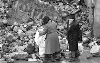 TERREMOTO DELL IRPINIA DEL 23 NOVEMBRE 1980 - CALABRITTO ( - 2009-04-07, Napoli / IPA) p.s. la foto e' utilizzabile nel rispetto del contesto in cui e' stata scattata, e senza intento diffamatorio del decoro delle persone rappresentate