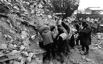 Un' immagine d' archivio dei danni causati a Sant' Angelo dei Lombardi dal terremoto del 23 novembre 1980 in Irpinia (magnitudo Richter 6,8 - 2.570 morti).     ARCHIVIO / ANSA