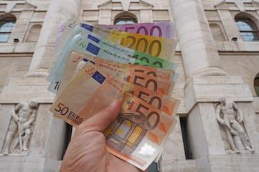 Euro , soldi banconote - inflazione e dìcrollo della borsa (Rich / IPA/Fotogramma,  - 2019-09-23) p.s. la foto e' utilizzabile nel rispetto del contesto in cui e' stata scattata, e senza intento diffamatorio del decoro delle persone rappresentate