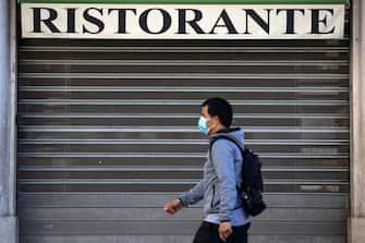 Un ristorante chiuso al centro storico della capitale, durante lÕemergenza Covid-19 Roma 7 maggio 2020ANSA/MASSIMO PERCOSSI