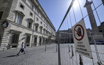 Piazza Colonna durante il vertice di maggioranza a Palazzo Chigi, Roma, 2 luglio 2020. ANSA/RICCARDO ANTIMIANI