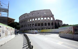 nella foto il Colosseo tutto chiuso non circola nessuno (Alberto Lo Bianco/Fotogramma, Roma - 2020-03-12) p.s. la foto e' utilizzabile nel rispetto del contesto in cui e' stata scattata, e senza intento diffamatorio del decoro delle persone rappresentate