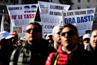 Un momento della manifestazione delle Partite Iva a piazza del Popolo, Roma, 22 gennaio 2020. ANSA/ANGELO CARCONI