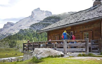 Pragelato, vandalismo sui sentieri di montagna: denuncia contro ignoti