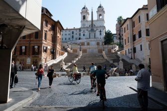 ROME, ITALY - JULY 31: Tourists on a bike tour cycle on July 31, 2020 in Rome, Italy. The Italian government  is to offer a 70-per-cent subsidy, capped at 500 euros, for people who buy a new bicycle. Several European countries are exploring how their work force in post-COVID-19 commute can be environmentally sound, healthy and sustainable. Governments in Europe are fuelling the bicycle trend by offering buying incentives to customers. (Photo by Diana Bagnoli/Getty Images)