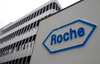 A photo taken on February 1, 2012 shows the logo of Swiss pharmaceutical giant Roche in Basel. Roche posted an 7 percent increase in its annual net profit of 9,5 billion Swiss Francs (Euro 7,9 billion). Roche announced last month it had launched a takeover bid for Illumina, after the US company specialising in life sciences rebuffed an offer. AFP PHOTO / SEBASTIEN BOZON (Photo credit should read SEBASTIEN BOZON/AFP via Getty Images)