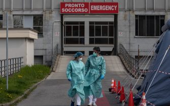 MILAN, ITALY - MARCH 20: Two nurses walk in front of the Emergency Room of the local hospital on March 20, 2020 in Cremona, near Milan, Italy. The Italian government continues to enforce the nationwide lockdown measures to control the spread of COVID-19. (Photo by Emanuele Cremaschi/Getty Images)