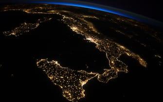 (26 July 2014) --- One of the Expedition 40 crew members aboard the International Space Station photographed this oblique night image of almost the entire countries of Italy and Sicily on July 26, 2014./NASA_1124.01/Credit:N.A.S.A/SIPA/1407301151 (N.A.S.A/SIPA / IPA/Fotogramma,  - 2014-07-30) p.s. la foto e' utilizzabile nel rispetto del contesto in cui e' stata scattata, e senza intento diffamatorio del decoro delle persone rappresentate