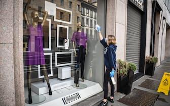 Pulizie e sanificazione in un negozio di abbigliamento in corso Venezia prima della riapertura dopo il lockdown a causa del coronavirus Covid-19, Milano, 17 maggio 2020.  Ansa/Matteo Corner