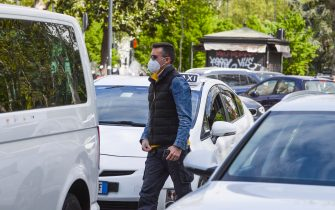 Taxi drivers wear protective face masks provided by the Municipality of Milan during the coronavirus emergency, in Milan, northern Italy, 15 April 2020. Italy is under lockdown in an attempt to stop the widespread of the Sars-Cov-2 coronavirus causing the Covid-19 disease.  ANSA/ ANDREA FASANI