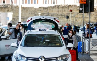 People at the taxi stop outside Termini train station during the first day of reopening for travel between Regions, Rome, Italy, 3 June 2020. ANSA/RICCARDO ANTIMIANI