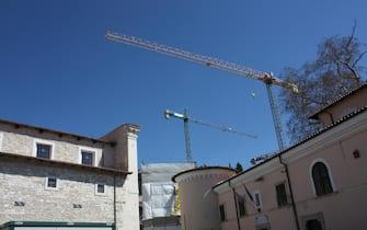 I lavori di ricostruzione a Paganica (L'Aquila), 23 marzo 2019. ANSA/ ENRICA DI BATTISTA