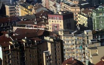 Una veduta di di Milano,  oggi, 19 dicembre 2012, dal 39° piano del nuovo palazzo della regione Lombardia. ANSA / MATTEO BAZZI