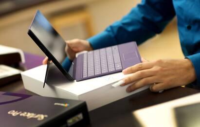 Manovra, kit digitalizzazione: tablet o cellulare gratis per 1 anno