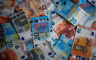The photo shows Euro banknotes in Dortmund, western Germany, on January 27, 2020. (Photo by INA FASSBENDER / AFP) (Photo by INA FASSBENDER/AFP via Getty Images)