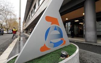 L'ingresso della nuova sede dell'Agenzia delle Entrate, Roma, 14 dicembre 2017. ANSA/RICCARDO ANTIMIANI