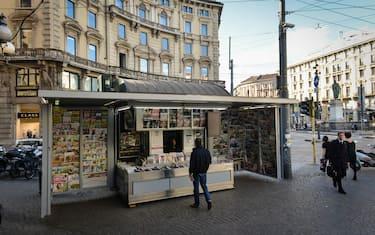 Piazza Cordusio, la Press Social Point, l'edicola dei sogni (Luca Matarazzo/Fotogramma, MILANO - 2015-03-31) p.s. la foto e' utilizzabile nel rispetto del contesto in cui e' stata scattata, e senza intento diffamatorio del decoro delle persone rappresentate