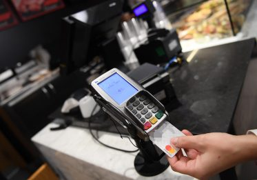 Cashback, per la restituzione del 10% servono 50 operazioni a semestre