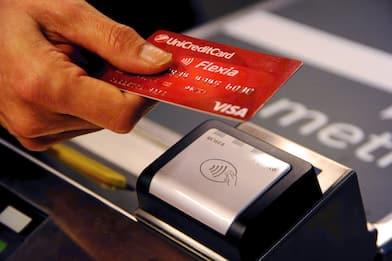 Cashback, bastano 10 pagamenti elettronici da massimo 150 euro l'uno