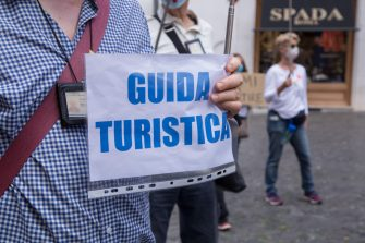 Roma, Italy. 09th June, 2020. Tourist guides of Rome organized a sit-in in Rome in front of Montecitorio Palace (Photo by Matteo Nardone/Pacific Press) Credit: Pacific Press Agency/Alamy Live News