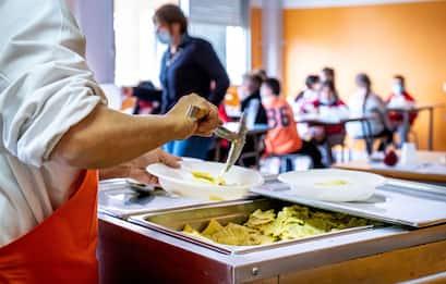 Mense, dalle scuole alle aziende la ristorazione collettiva è in crisi