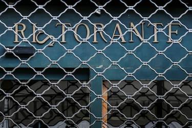 Un ristorante chiuso all'ora di pranzo a piazza Navona, Roma, 27 ottobre 2020. ANSA/ALESSANDRO DI MEO