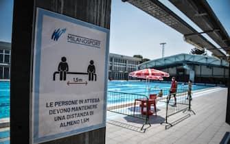 La piscina comunale centro sportiovo Saini ria??perta al pubblico dopo il lockdown chiusura per l??emergenza coronavirus Covid-19, Milano 1 Giugnoo 2020. Ansa/Matteo Corner
