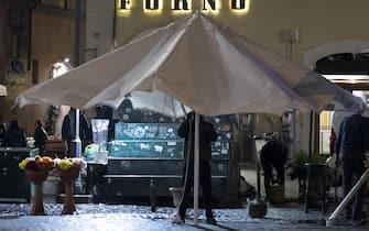 Campo dei Fiori prima della chiusura delle ore 21 e del coprifuoco, Roma, 22 ottobre 2020 ANSA/MASSIMO PERCOSSI