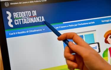 Foto Claudio Furlan LaPresse 04-02-2019 Milano ( Italia ) Cronaca  Online il sito con le informazioni per richiedere il reddito di cittadinanza
