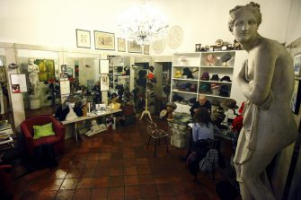 Foto LaPresse - Mourad Balti Touati 18/12/2017 Milano (Ita) - via dei piatti 5 Cronaca La bottega storica di cappelli di Lorenzo Borghi Nella foto: il negozio