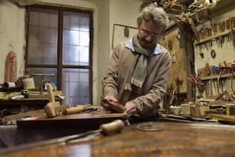 Foto LaPresse/Tiziano Manzoni 15/12/2017 Bergamo - ITALIA cronaca Bergamo, la bottega del restauratore Marco Bono.  Nella foto: Marco Bono