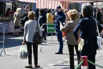 Foto Gian Mattia D\'Alberto - LaPresse 07-05-2020 Milano Italia Cronaca Apertura dei mercati rionali a Milano nella foto: il mercato di via S. Marco  Ph Gian Mattia D\'Alberto - LaPresse 2020-05-07 Milan Italy Opening of local markets in the photo: San Marco's street local market