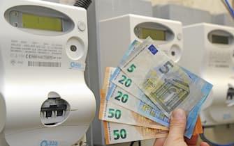 Milano - Aumento dei costi delle bollette della luce elettrica ( - 2019-01-07, Rich / IPA) p.s. la foto e' utilizzabile nel rispetto del contesto in cui e' stata scattata, e senza intento diffamatorio del decoro delle persone rappresentate