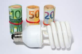 Milano - Aumenti del costo dell'energia elettrica ( - 2018-06-04, Rich / IPA) p.s. la foto e' utilizzabile nel rispetto del contesto in cui e' stata scattata, e senza intento diffamatorio del decoro delle persone rappresentate
